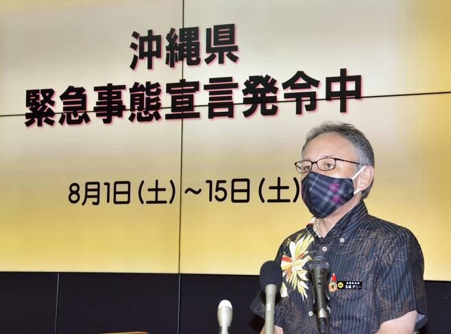 (오키나와 교도=연합뉴스) 다마키 데니(玉城デニ-)일본 오키나와현 지사가 5일 오후 오키나와 현청에서 신종 코로나바이러스 감염증(코로나19)에 관한 기자회견을 하고 있다.