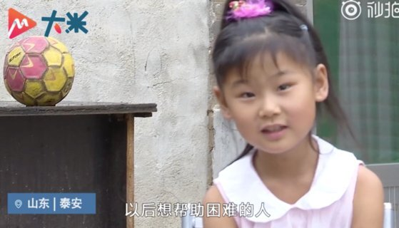 춤추는 소녀 쥔시는 병이 나아 자신이 크면 돈을 많이 벌어 어려운 사람을 돕는 게 꿈이라고 한다. [중국 인민망 캡처]