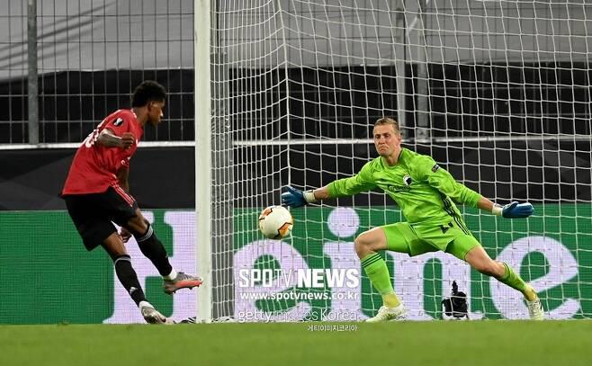 ▲ 경기는 졌지만 코펜하겐 골키퍼 요한 욘손(오른쪽)에겐 최고의 하루였다.