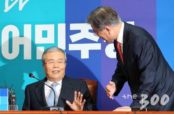 문재인 대통령과 김종인 미래통합당 비대위원장. 2016.1.15/뉴스1