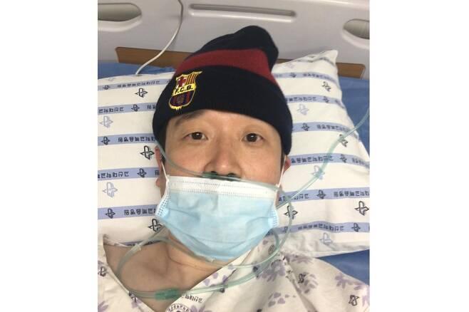 부산 47번 환자 박현 교수 - 박현 교수가 코로나19 확진 판정을 받아 병원에서 치료를 받을 당시에 친구들에게 안부 인사를 전하기 위해 올린 사진박현 교수 페이스북