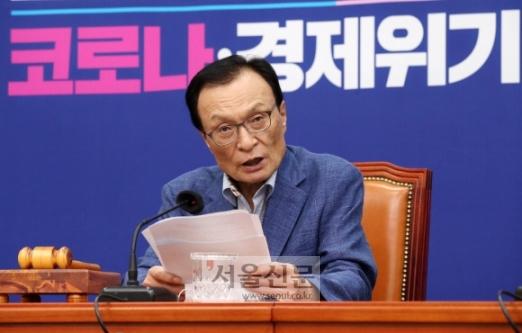 19일 서울 여의도 국회에서 열린 더불어민주당 최고위원회의에서 이해찬 대표가 모두발언을 하고 있다. 2020. 8. 19 오장환 기자5zzang@seoul.co.kr