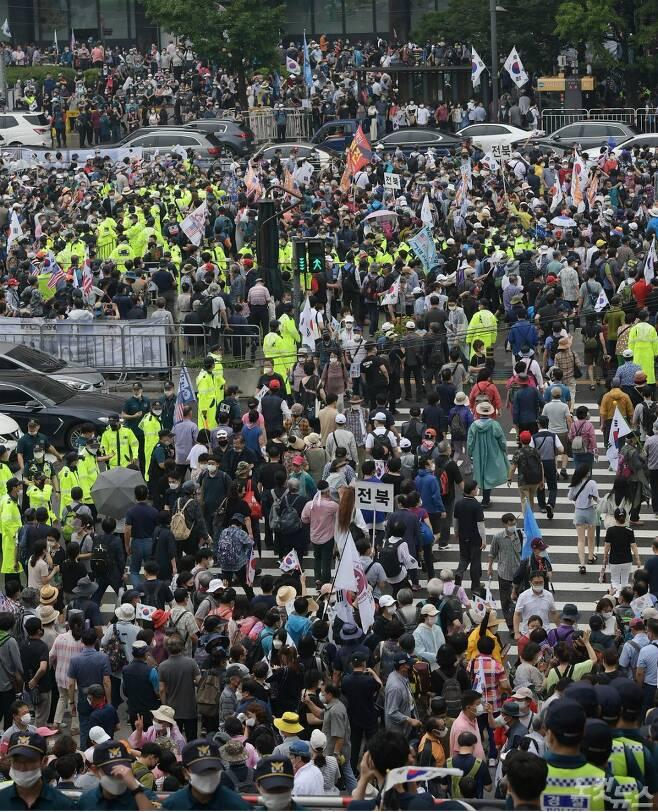 보수단체 집회 참가자들이 지난 15일 오전 서울 종로구 광화문광장에서 8·15 광복절 맞아 집회를 하기 위해 모여들고 있다.(사진= 이한형 기자/자료사진)