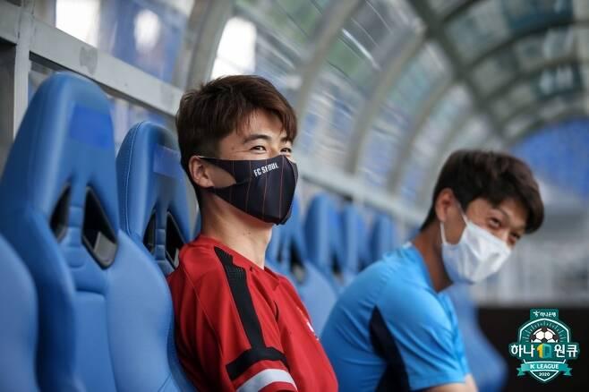 ▲ 울산 문수축구경기장에서 재회한 기성용과 이청용(왼쪽부터) ⓒ한국프로축구연맹