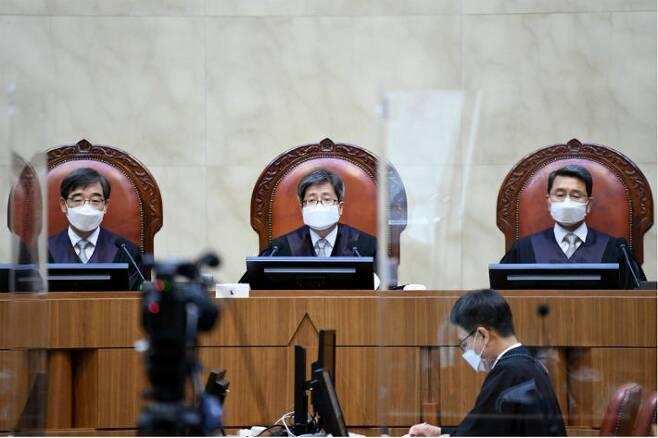 전교조 '법외노조 처분' 선고하는 김명수 대법원장. (사진=연합뉴스)