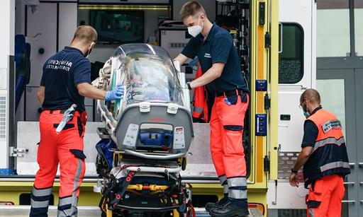 지난 8월 22일 독일 병원에 도착한 나발니. EPA연합뉴스
