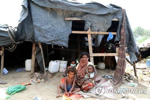 인도 잠무 지역의 빈곤층 가족. [EPA=연합뉴스]
