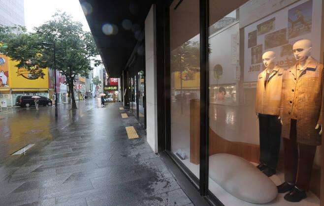 지난 7일 오후 서울 명동 거리가 한산한 모습을 보이고 있다. 연합뉴스 제공