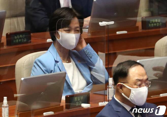 추미애 법무부 장관이 8일 오후 열린 서울 여의도 국회에서 열린 본회의에 참석하고 있다. 2020.9.8/뉴스1 © News1 이동해 기자