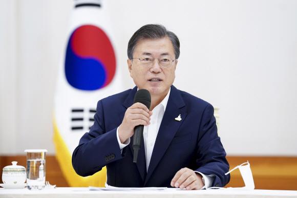 문재인 대통령이 9일 청와대에서 열린 더불어민주당 주요지도부 초청 간담회에서 인사말을 하고 있다. 2020.9.9 도준석 기자 pado@seoul.co.kr