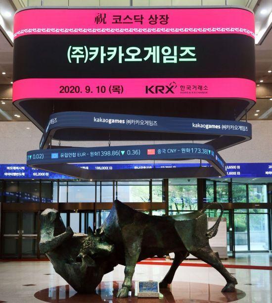카카오게임즈 코스닥상장 기념식이 열린 10일 한국거래소 긴관로비 전광판에 환영문구가 게시돼 있다 (사진= 한국거래소)