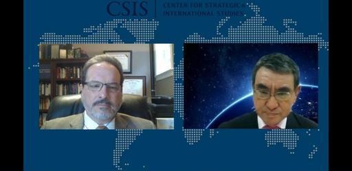 고노 다로 일본 방위상(오른쪽)이 지난 9일(현지시간) 미국 싱크탱크 전략국제문제연구소(CSIS)와 화상 대담하고 있다. CSIS 홈페이지 캡처