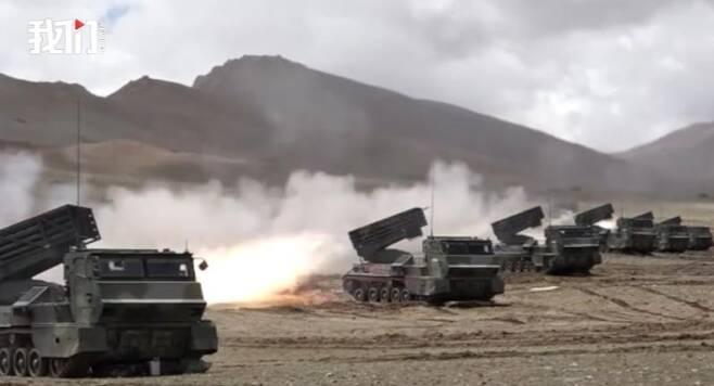 중국군, 고원지대 실탄 발사훈련 영상 공개 [신경보 캡처. 재판매 및 DB 금지]