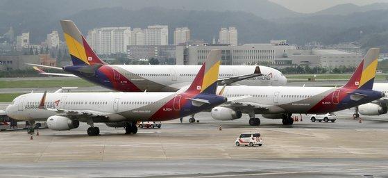 서울 강서구 김포공항 주기장의 아시아나항공 여객기 모습. 뉴시스