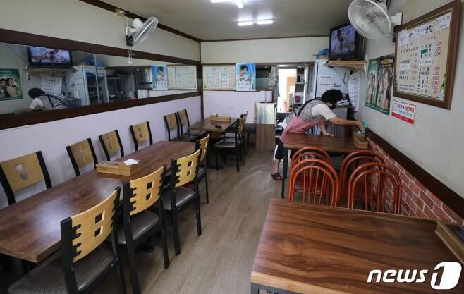 지난 1일 오후 서울 성북구 사랑제일교회 인근 한 식당이 손님이 없이 텅 비어 있다. /사진=뉴스1