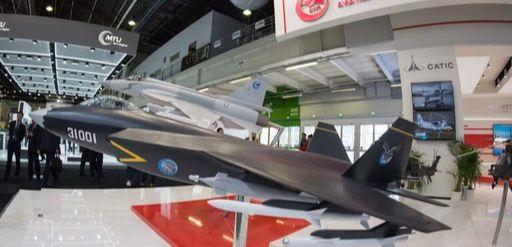 해외 방위산업전시회에 공개된 FC-31 축소모형. 위키피디아