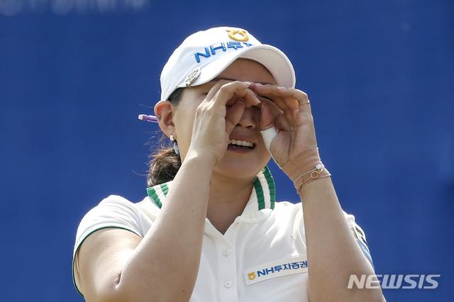 [랜초미라지=AP/뉴시스]이미림이 13일(현지시간) 미 캘리포니아주 랜초미라지의 미션힐스CC에서 열린 미국여자프로골프(LPGA) 투어 ANA 인스퍼레이션에서 우승하며 기뻐하고 있다.  이미림은 최종합계 15언더파 273타로 브룩 헨더슨(캐나다), 넬리 코다(미국)와의 연장 끝에 우승하며 메이저대회 첫  정상에 올랐다. 2020.09.14.