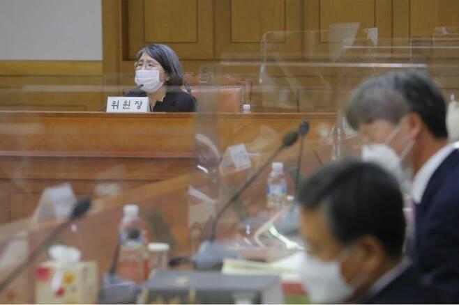 14일 오후 서울 서초구 대법원에서 열린 104차 양형위원회에서 김영란 위원장이 발언하고 있다.(사진=연합뉴스)