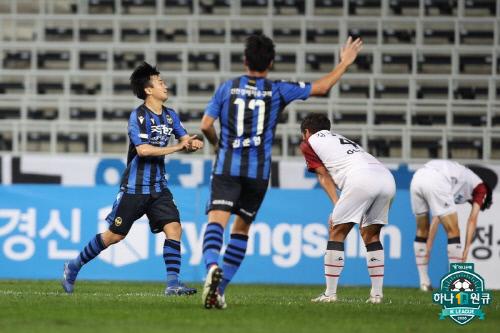 인천 공격수 송시우(왼쪽 첫 번째). 제공   프로축구연맹