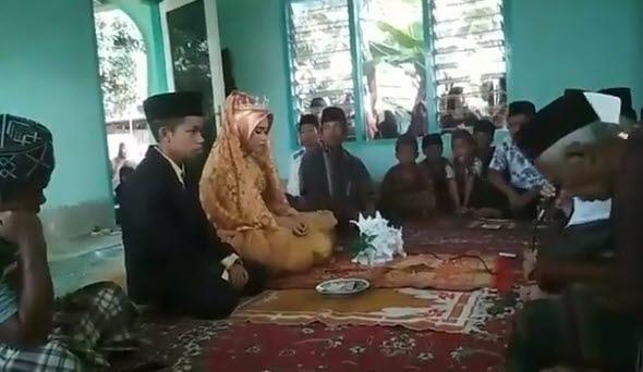 롬복섬 15세 소년·12세 소녀 '늦은 데이트' 때문에 결혼 [페이스북 Kumpulan Batur Lombok·재판매 및 DB 금지]