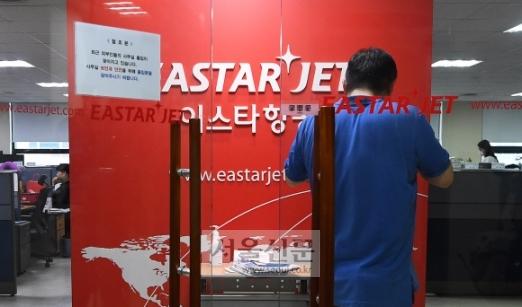- 제주항공이 23일 인수 포기를 공식 선언하면서 이스타항공 직원 1500여명이 길거리로 내몰릴 위기에 처했다. 사진은 이날 서울 강서구 이스타항공 본사의 모습. 오장환 기자 5zzang@seoul.co.kr