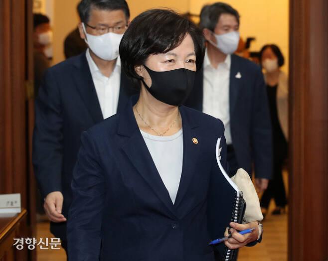 추미애 법무부장관이 9월 15일 서울 종로구 정부서울청사에서 열린 국무회의에 참석하고 있다. 이상훈 선임기자