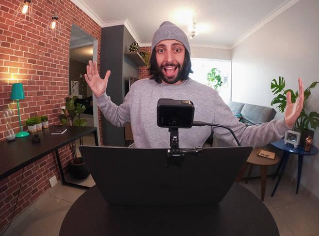 고프로(GoPro) '히어로8 블랙' 모델을 웹캠으로 활용 중인 모습 [고프로 홈페이지 출처]