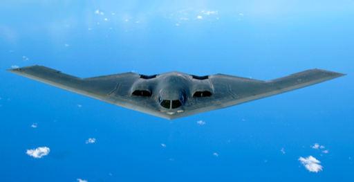 미 공군 B-2 스텔스 폭격기가 훈련을 위해 비행을 하고 있다. 미 공군 6세대 전투기도 이와 유사한 외형을 지닐 것으로 예상된다. 미 공군 제공
