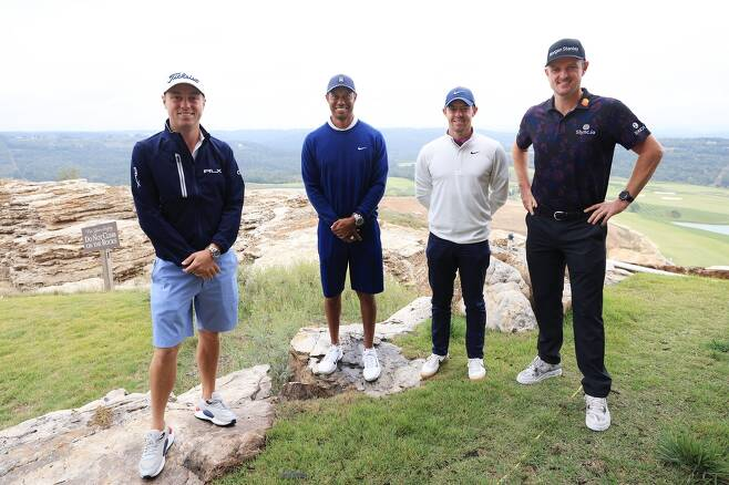 대회 시작에 앞서 포즈를 취한 토머스, 우즈, 매킬로이, 로즈. [PGA 투어 소셜 미디어 사진. 재판매 및 DB 금지]