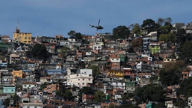 브라질 리우데자네이루의 빈민가 브라질에서 빈민가를 인터넷으로 연결하는 것을 목표로 한 무료 인터넷 보급 계획이 추진되고 있다. [국영 뉴스통신 아젠시아 브라질]