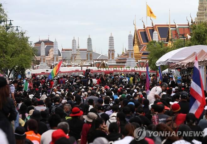 태국 왕궁 근처에서 대규모 반정부 집회 [방콕 EPA=연합뉴스 자료 사진]