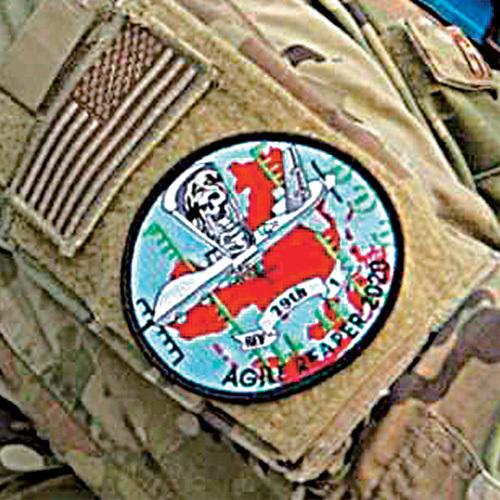 '하늘 위 암살자'로 불리는 MQ-9 리퍼. 이 무인기를 태평양 지역에 투입하는 훈련은 이번이 처음인 것으로 알려졌다. 해당 훈련에 참여하는 미군 장병이 중국 지도가 붉게 표시된 견장을 착용하고 있다. 미 공군 홈페이지·에어포스매거진