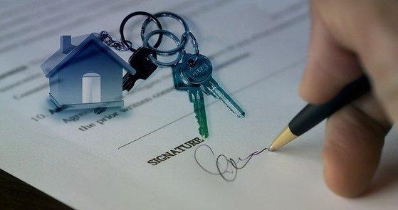 규제가 강화되면서 아파트를 사고 팔 때 챙겨야 할 일도 많아졌다. pixabay