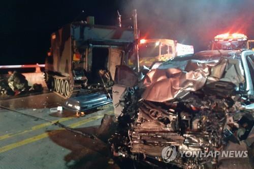포천에서 SUV가 미군장갑차 추돌해 5명 사상 [연합뉴스 자료사진]