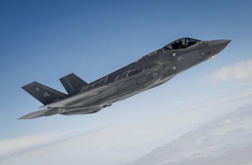 미국 공군 F-35A 스텔스 전투기가 비행을 하고 있다. 미 공군 제공