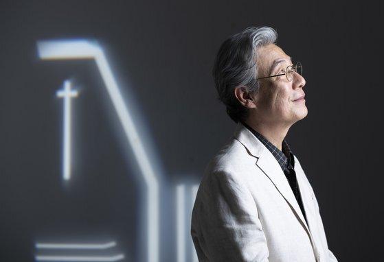 """최원영 작가는 """"한국 교회는 배타적 기독교에서 상생의 기독교로 거듭나야 한다""""고 지적했다. 권혁재 기자"""