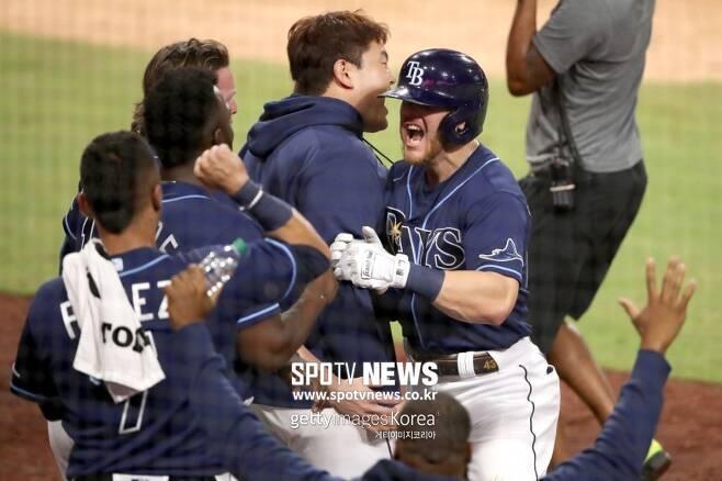 ▲ 마이크 브로소의 결승 홈런에 기뻐하는 탬파베이 선수들.
