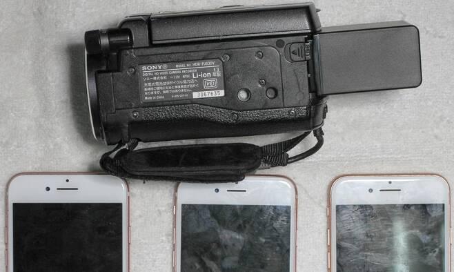 중국 당국이 간첩활동의 증거물이라고 공개한 카메라와 스마트폰 [사진 글로벌타임스. 재판매 및 DB 금지