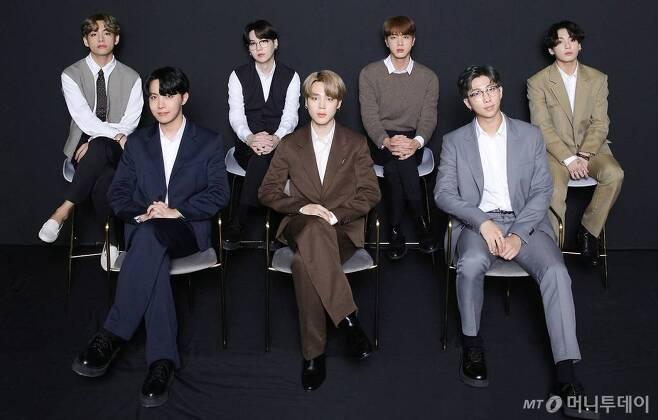 아이돌 그룹 방탄소년단(BTS)이 지난달 2일 생중계로 진행된 'Dynamite' 온라인 글로벌 미디어데이에서 포즈를 취하고 있다./사진제공=빅히트엔터테인먼트