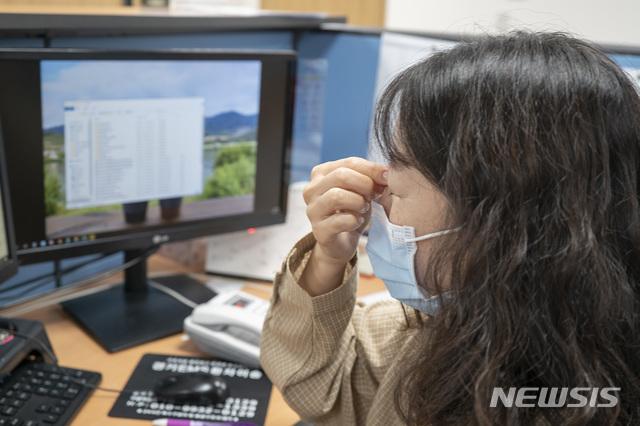 [서울=뉴시스] 최근 국내에서 발병률이 늘고 있는 다발성경화증에 대한 주의가 요구된다. 20~40대 여성에게서 많이 발생하는 다발성경화증은 중추신경계를 공격해 시각장애, 마비, 배뇨장애 등 다양한 증상들을 유발한다. (사진= 고대안산병원 제공) photo@newsis.com
