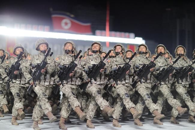 북한이 10월 10일 노동당 창건 75주년을 맞아 평양 김일성 광장에서 열병식을 개최했다. 북한 군인들이 열병식에서 행진하고 있다. [노동신문=뉴스1]