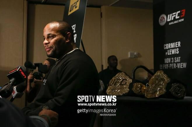 ▲ UFC 챔피언벨트 2개를 보유한 다니엘 코미어
