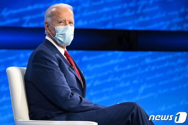 조 바이든 미국 민주당 대선후보가 15일 (현지시간) 펜실베이니아주 필라델피아의 국립 헌법센터에서 열린 ABC 뉴스 타운홀 행사에 참석을 하고 있다. © AFP=뉴스1 © News1 우동명 기자