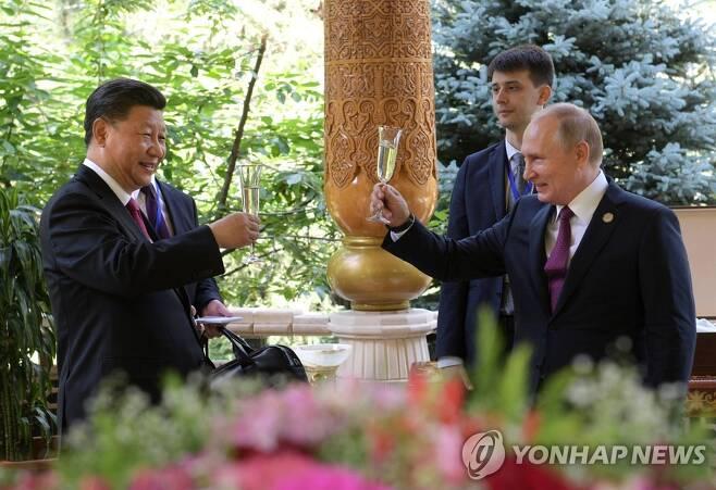 시진핑(왼쪽) 중국 국가주석과 블라디미르 푸틴 러시아 대통령[EPA=연합뉴스 자료사진]
