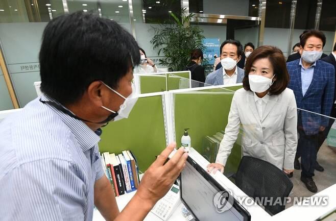 지난달 23일 서울 중구 전월세보증금지원센터를 방문한 국민의힘 나경원 전 의원[연합뉴스 자료사진]