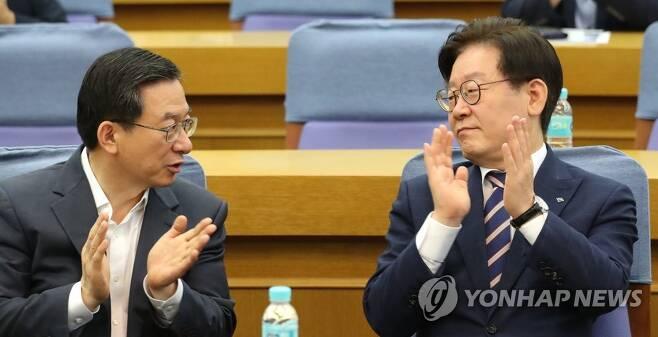 이재명 경기지사(오른쪽)와 더불어민주당 정성호 의원[연합뉴스 자료사진]