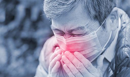 """가을 환절기를 맞아 재채기하거나 콧물을 흘리는 비염 환자들이 늘고 있는 가운데, 이들은 코로나19 환자로 오해를 받기도 한다. 의료계에서는 """"비염은 재채기, 콧물 등이 주요 증세로, 38.5도 이상의 고열과 마른기침이 주요 특징인 코로나19와 증상이 다르다""""고 조언했다. 게티이미지뱅크 제공"""