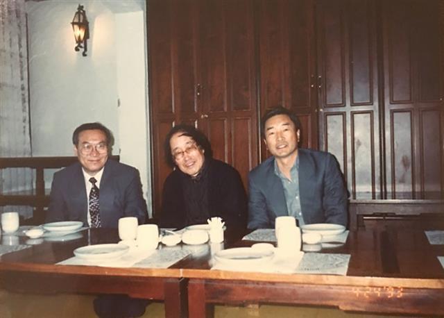 '평균율' 동인을 함께 한 황동규·김영태 시인과 1990년대 초 만난 모습.