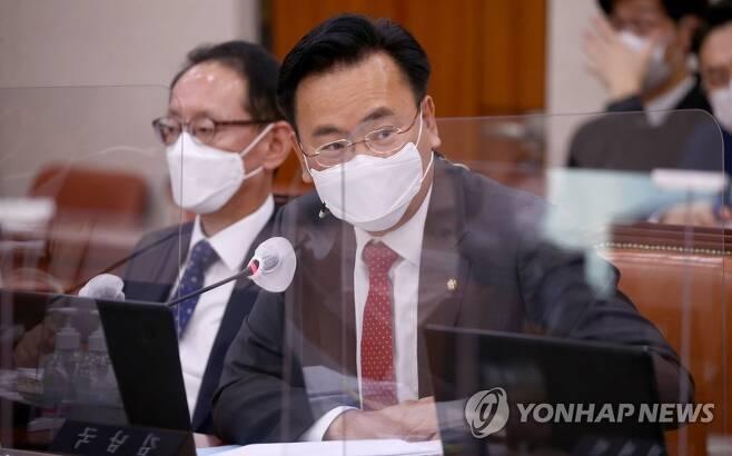 질의하는 유상범 의원 [연합뉴스 자료사진]
