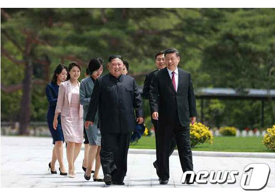 김정은 북한 국무위원장과 시진핑 중국 국가주석 내외 (사진제공=노동신문) © 뉴스1